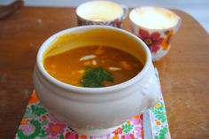 Een recept voor Oosterse pompoensoep. Geheel veganistisch, snel klaar en super gezond!