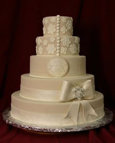 The top 2 tiers of this cake from Konditor Meister remind me of the back of my wedding dress.
