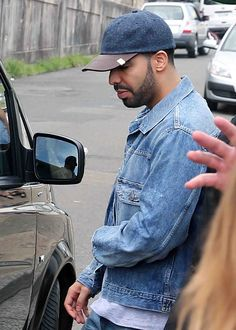 """Drake seen leaving Bondi's Icebergs in Sydney, Australia """