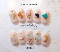 パントンの「カラー・オブ・ザ・イヤー」に、2016年は2色が選ばれました。Rose Quartz(ローズクォーツ)」と「Serenity(セレニティー)」です。込められたメッセージは「性の平等」。ジェンダーレスカラー×トレンドネイルデザインで一気に今年らしく!