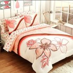 Here's our picks of teen Hawaiian bedding, tropical comforters, and teen Hawaiian bedding sets. Tropical Bedding, Tropical Bedrooms, Beach Bedding, Bedroom Themes, Girls Bedroom, Bedroom Decor, Bedroom Ideas, Bedroom Stuff, Hawaiian Bedroom