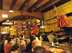 Tour de tapas en bicicleta: Ride or Die es tu guía!   Amante de la comida? Qué te parece un tour de tapas en bicicleta?   Tour de tapas en bicicleta: una manera diferente de descubrir la ciudad.  Si eres un amante de la comida española un tour de tapas en bicicleta es lo que necesitas! Entonces alquila una bicicleta con nosotros y descubre los mejores lugares de Barcelona. Ride or Die va a guiaros con el fin de encontrar los bares más auténticos de la ciudad.  Champañería  Este increíble bar…