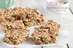 Realizzare queste Barrette ai Cereali, Frutta secca e Miele è davvero semplice ed inoltre sono fatte con ingredienti genuini e salutari