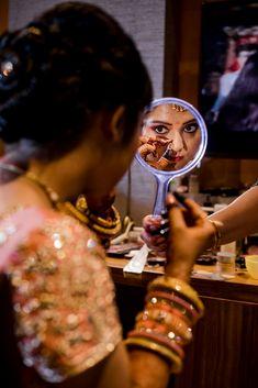 Bridal Makeup - Bride Wearing a Gold Choker with a Gold Eyeshadows and Red Lips Makeup. WeddingNet #weddingnet #indianwedding #makeupandhair #weddingmakeup #weddinghair #hairbun #maangtikka #jewellry FOLLOW OUR INSTAGRAM @WEDDINGNET Bridal Make Up, Wedding Make Up, Bun Hairstyles, Wedding Hairstyles, Pre Wedding Poses, Red Lip Makeup, Photographic Studio, Wedding Preparation, Gold Choker