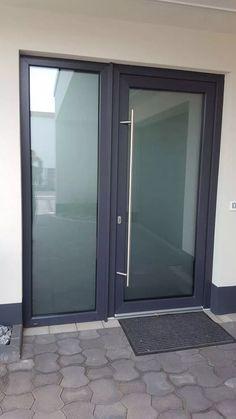 Aluminium Glass Door, Aluminium Front Door, Modern Window Design, Modern Windows, Front Door Porch, Glass Front Door, House Doors, House Entrance, Glass Partition Designs
