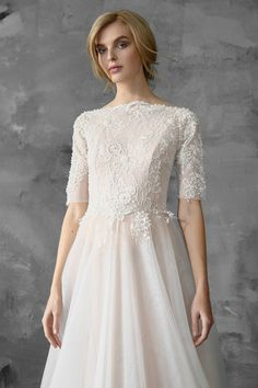 A-line+beaded+wedding+dress,+tulle+skirt,+lace+top,+bridal+gown+//+Thalia