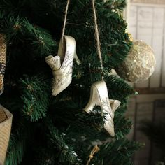 Set of 2 Silver Vintage Shoes Tree Decoration A beautiful pair of silver shoes in a Victorian style with intricate detailing These would look lovely hung from your Christmas Tree to give a traditional look Made from metal in an antiqued, distressed silver Each shoe is hung on brown string