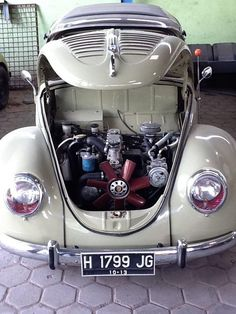 Front engine compartment conversion of an old Volkswagen Bug. More room in the rear to install a larger differential and massive race slicks; Auto Volkswagen, Vw T1, Combi Split, Automobile, Kdf Wagen, Super Images, Vw Vintage, Ferdinand Porsche, Vw Cars