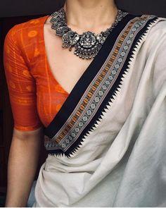 From Indian Movies to Street: Saree Styles - Saree Styles Cotton Saree Blouse Designs, Saree Blouse Patterns, Simple Saree Blouse Designs, Modern Blouse Designs, Sari Design, Diy Design, Trendy Sarees, Stylish Sarees, Ethnic Sarees