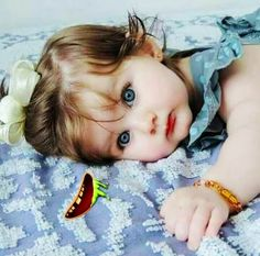 Just eyes goals. Cute Kids Photos, Cute Little Baby Girl, Cute Baby Girl Pictures, Baby Kind, Little Babies, Cute Baby Girl Wallpaper, Cute Babies Photography, Cute Baby Videos, Baby Images