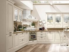 6 ideas for choosing or relooking your kitchen credenza - My Romodel Kitchen Cabinets Models, Solid Wood Kitchen Cabinets, Solid Wood Kitchens, Kitchen Cabinet Styles, Custom Kitchens, Wooden Kitchen, Luxury Kitchens, Home Kitchens, Country Kitchen