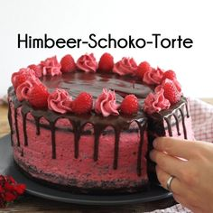 Fun Baking Recipes, Easy Cake Recipes, Sweet Recipes, Dessert Recipes, Drip Cakes, Chocolate Strawberry Cake, Chocolate Ganache, Funny Birthday Cakes, Desserts Sains