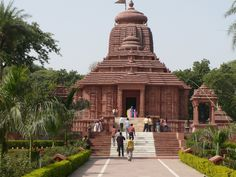 Surya Mandir, Gwalior is one of the important #destinations in the historical city of #Gwalior. Well revered among the #HolyPlaces in Gwalior, Surya Mandir in Gwalior is thronged by numerous #pilgrims and regular #tourists every year. Its was constructed in 1988 by G.D Birla, the famous industrialist of #India. It is influenced by the famous Sun Temple at #Konark in Orissa. #history #travel #tourism