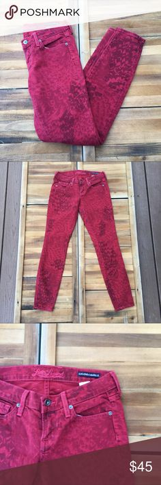 "Lucky Legend Charlie Skinny Patterned Jeans In a red floral wash, these skinny jeans by Lucky Brand are an excellent staple piece. The floral detail makes for a great item. Made from a cotton/spandex blend. In good condition. Approximate measurements lying flat: 28"" inseam. 20259 Lucky Brand Jeans Skinny"