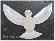 Skapligt Enkelt: Fredsduva Diy And Crafts, Crafts For Kids, Paper Crafts, Cute Diys, Paper Plates, Holidays And Events, Christmas Crafts, Decorative Plates, Preschool