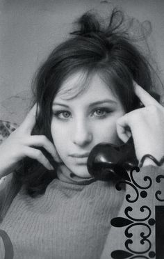 Barbra Streisand, 1967 - she looked a bit of a hippie, eh? Julia Roberts, Classic Hollywood, Old Hollywood, Die Beatles, Kurt Cobain, Photo Vintage, Barbra Streisand, Fashion Mode, Hello Gorgeous