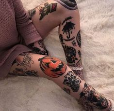 Halloween Tattoo designs considered as attractive tattoo. Ink your self with Festive tattoo Pumpkin Tattoos and many more on halloween day. Neue Tattoos, Music Tattoos, Body Art Tattoos, Tatoos, Finger Tats, Scary Tattoos, Cool Tattoos, Tattoo Flash, Trendy Tattoos