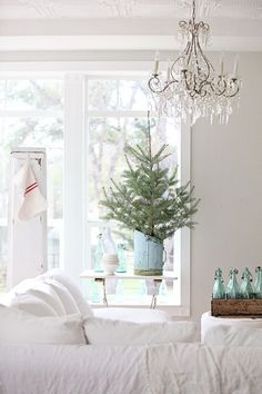 A crisp white christmas! Dreamy Whites: French Farmhouse Finds, and Happy Thanksgiving Blue Christmas Decor, Country Christmas Decorations, Cottage Christmas, Shabby Chic Christmas, Noel Christmas, Holiday Decor, White Christmas, Christmas Feeling, Coastal Christmas