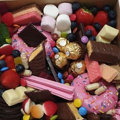 Check out our stories to watch the making of our sweet box which is also our first TikTok!  #grazingtablemelbourne #melbournegrazingtablesandboatds #melbournegrazingboxes #melbournegrazingplatter #grazingboxesmelbourne #sweetgrazingboxes #tictok #foodporn