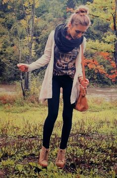Lovely fall comfy outfits with oversized cardigan and scarf