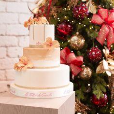 Wedding Cake natale 2017   Torta Matrimonio  L'interno delle torte e' con morbido pan di spagna , bagna NON alcolica , creme a piacere e sottile pasta di zucchero ( 1 mm)  il prezzo viene calcolato a porzione e decorazione  www.tortedigiada.com