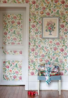 """This romantic wallpaper is from our feature """"Bonjour Bourgogne"""""""
