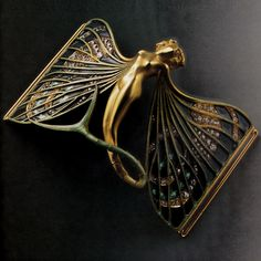 An Art Nouveau 'Winged Sylph' dog collar plaque, by René Lalique, 1989-1900. Gold, enamel and diamonds. Signed LALIQUE. 5.5 x 9cm. Source: The Jewellery of René Lalique, by Vivienne Becker. #Lalique  #ChokerPlaque #ArtNouveau