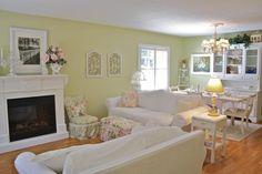Vintage-Chic-Living-Room-Ideas-Brown-Sofa.jpg (1024×682)