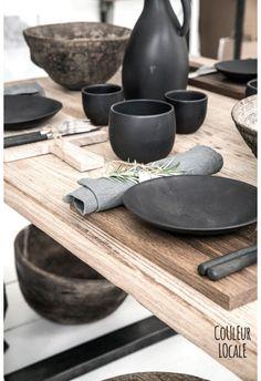 ☆ Kitchen Plates Set, Dining Plates, Kitchen Dining, Kitchen Decor, Design Kitchen, Kitchen Interior, Black Table, Grey Table, Ceramic Dinner Set
