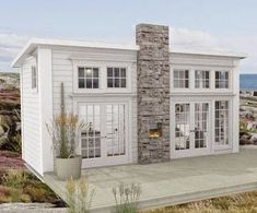 Den Vita Drömgården: Det moderna Attefallshuset goes New England! The Windows! Casas Containers, Small Cottages, Building A Shed, Tiny House Living, Tiny House Plans, Tiny House Design, Little Houses, Home Fashion, Bungalow