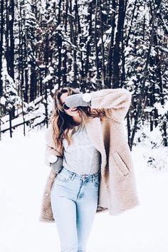 Fashion Tips What To Wear Les tendances mode du printemps 2018 - Logo Calvin Klein Tips What To Wear Les tendances mode du printemps 2018 - Logo Calvin Klein Fashion Trends 2018, Spring Fashion Trends, Winter Fashion, Snow Fashion, Trendy Fashion, Spring Trends, Oversize Look, Coat Outfit, Winter Instagram