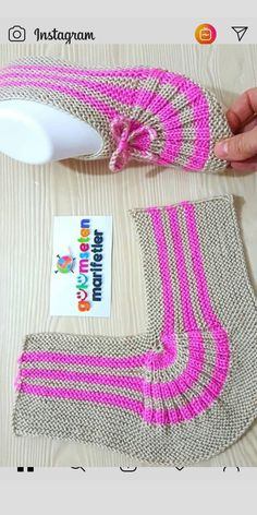 knitting inspiration kolay bayan patik yapl/bayan patik modeli/iki i ile p Salvabrani Einfache Damenstiefeletten Konstruktion / Damenstiefelettenmodell / Zwei Spiee mit P Salvabrani Knitting Designs, Knitting Patterns Free, Free Knitting, Knitting Projects, Baby Knitting, Crochet Baby, Crochet Projects, Knit Crochet, Crochet Patterns
