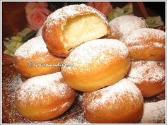 Flavored Donuts This is a Romanian Dessert. I love food from that region of Europe Beignets, Hungarian Recipes, Russian Recipes, I Love Food, Good Food, Yummy Food, Yummy Yummy, Romania Food, Romanian Desserts