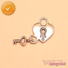 Ezüstszínű szív zár kulccsal - nikkelmentes fém fityegő