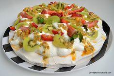 pavlova reteta traditionala savori urbane (2) Caprese Salad, Pasta Salad, Tutu, Pavlova, Cake Factory, Bruschetta, Quiche, Camembert Cheese, Cake Decorating