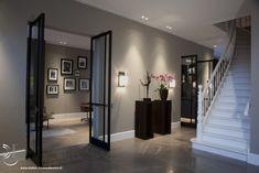 The FritsJurgens pivot door hinge makes a frameless door possible. Interior Lighting, Decor Interior Design, Interior Decorating, Open Plan Kitchen Living Room, Foyer Design, Dream House Interior, Contemporary Decor, Modern House Design, Home Deco