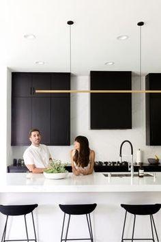 Trendy Kitchen Design Black And White Apartment Therapy Küchen Design, House Design, Interior Design, Black Decor, White Decor, White Apartment, Apartment Therapy, Apartment Design, Cool Apartments