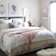 Dzisiaj najchętniej zostalibyśmy w łóżku ☔️A w tym z wielką przyjemnością Fot. @houseofharvee #homebook #homeinspo #homedecor #homedesign #homestyling #homeinspiration #inspire_me_home_decor #bedroom #bedroomdecor #bedroominspo #bedroomdesign #interior123 #interior4you #interiorinspo #interiorinspiration #interiorstyling #whiteinterior #myhome #cozyhome #dreamhome #charming #scandinavianhome #scandinaviandesign #nordicdesign #follow4follow