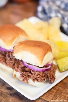 This slow cooker bbq beef sandwich recipe is perfect for a busy weeknight dinner or your next party or pot luck. Everyone loves this easy crock pot beef. Crockpot Rump Roast, Bbq Pork Roast, Rump Roast Recipes, Shredded Beef Recipes, Slow Cooker Ground Beef, Roast Beef Sandwiches, Crockpot Meals, Pot Roast, Sloppy Joe Recipe Crock Pot