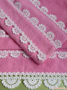 Barrados de crochê aplicados em toalhas
