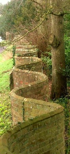 'Crinkle-Crankle' wall, Somerset. England