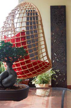 Bagi anda yang masih tercari-cari idea  untuk mengisi ruang balkoni apartmen atau kondominium, gantungan buaian sebegini ialah idea tepat. Selain menjimatkan ruang, ia kelihatan lebih kasual . Selain buaian, anda juga  boleh menggantung hammock untuk penataan ruang yang santai. Apartmen, Furniture Plans, Hanging Chair, Interior Inspiration, Hammock, Idea, Woodworking, Exterior, Badass
