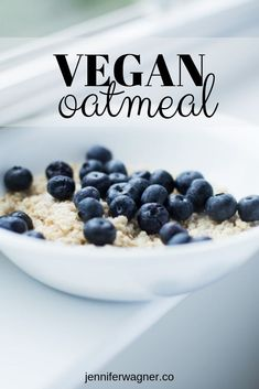 Easy oatmeal that's delicious and weigh loss friendly! I can throw this together in minutes, and then separate into smaller containers for a grab-and-go meal prep option! Healthy Bedtime Snacks, Healthy Snacks, Healthy Eating, Healthy Recipes, Yummy Snacks, The Oatmeal, Overnight Oatmeal, Blueberry Oatmeal, Vegan Staples