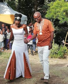 Many people believe that there is a magical formula for home decoration. You do things… African Traditional Wedding Dress, Traditional Wedding Attire, Traditional Dresses, African Wedding Theme, African Wedding Attire, Wedding Themes, African Bridal Dress, African Lace Dresses, Weeding Dress