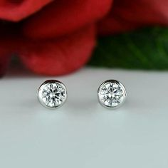 14k solid yellow gold over round bright D//VVs1 prong stud earrings 8mm