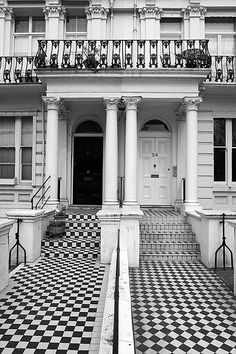 Notting Hill, London just love the black and white entrance