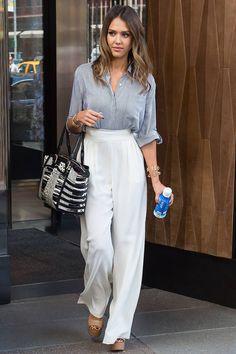 Jessica Alba's wide-legged trousers. #stripe #white
