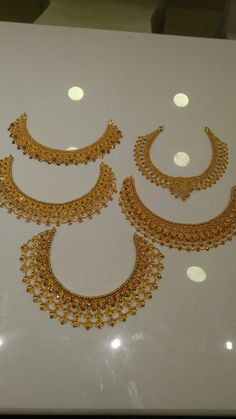 Check out Best Designer and Unique Necklaces Collection, We offer stylish Gold, Diamond, Gemstone, Pearl Necklaces at reasonable prices. Gold Mangalsutra Designs, Gold Earrings Designs, Gold Jewellery Design, Gold Jhumka Earrings, Gold Jewelry Simple, Bridal Jewelry, Gold Necklaces, Beauty Supply, Bengali Jewellery