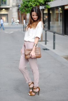 simple outfit and pretty hair color. Casual Chic, Classy Chic, Look Fashion, Fashion Outfits, Fashion Heels, Street Style, Lookbook, Facon, Mode Inspiration