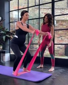 Pregnancy Workout Videos, Pregnancy Pilates, Pregnancy Labor, Prenatal Workout, Gym Workout Videos, Prenatal Yoga, Pregnancy Health, Food For Pregnant Women, Exercise For Pregnant Women